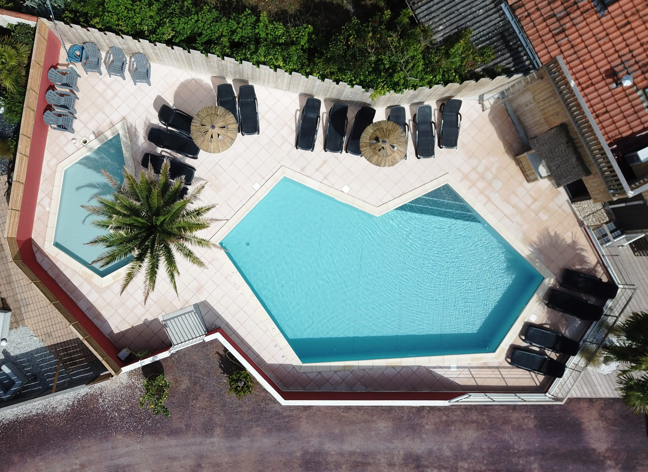 piscine chauffée vue aérienne