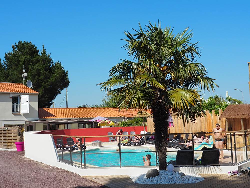 location mobil home camping avec piscine