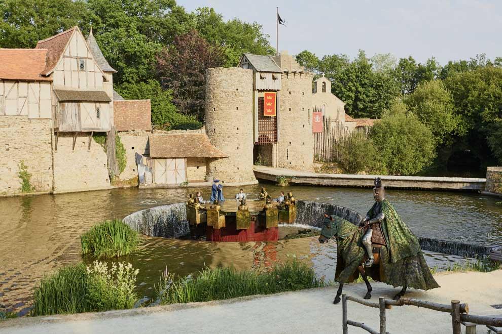 chevaliers de la table ronde Puy du Fou